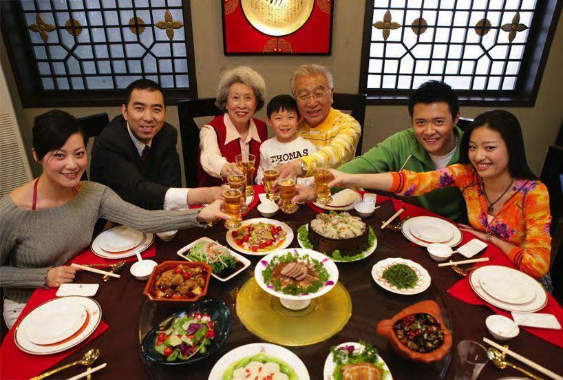 Hình ảnh bữa cơm ngày Tết của người Trung Quốc