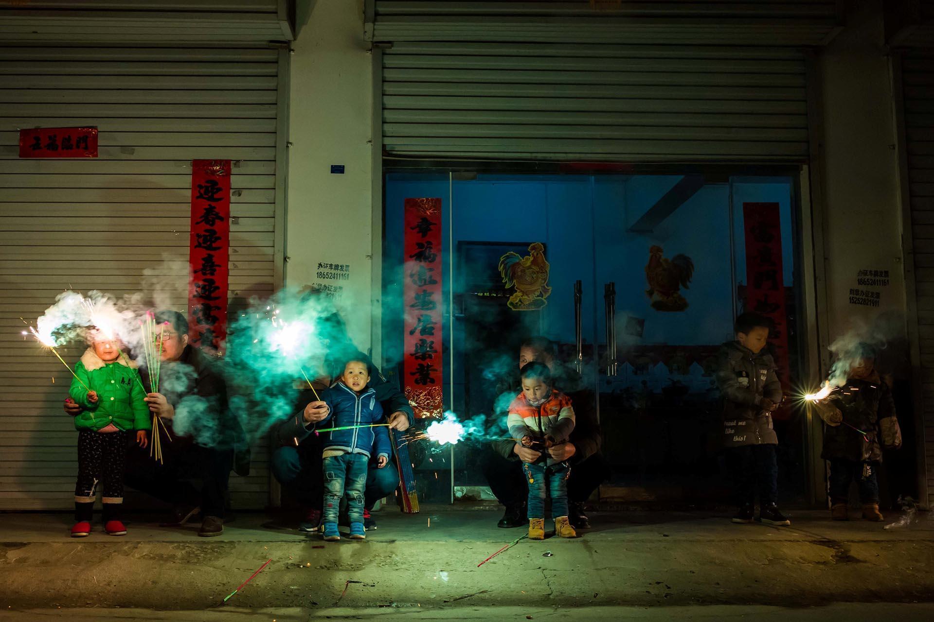 Hình ảnh đốt pháo trong dịp đầu năm mới ở Trung Quốc