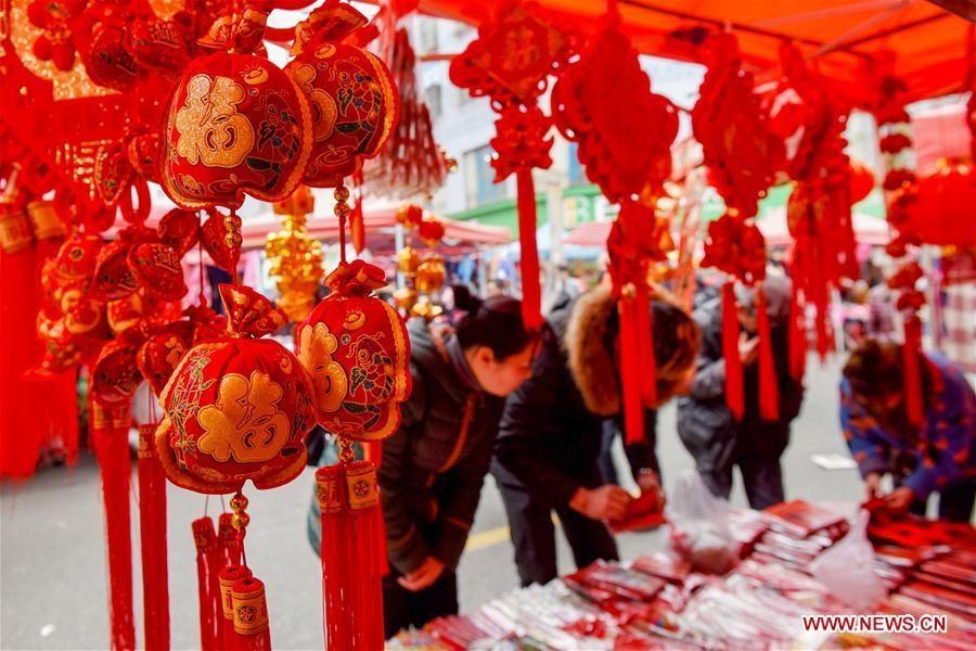 Hình ảnh đường phố Trung Quốc ngập tràn sắc đỏ