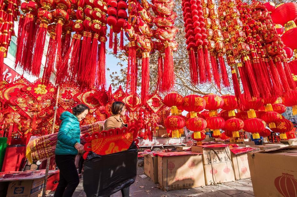 Hình ảnh người dân Trung Quốc háo hức chuẩn bị đón Tết