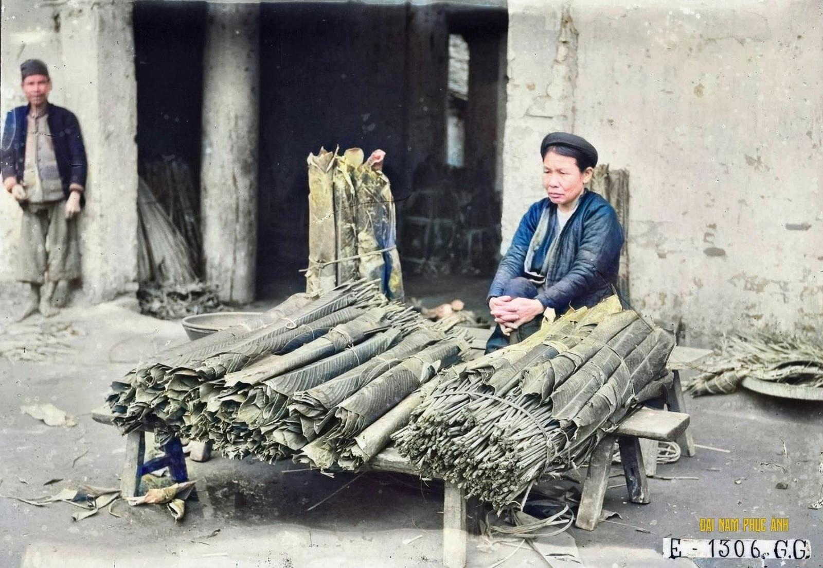 Hình ảnh Tết Hà Nội xưa với gian hàng bán lá dong