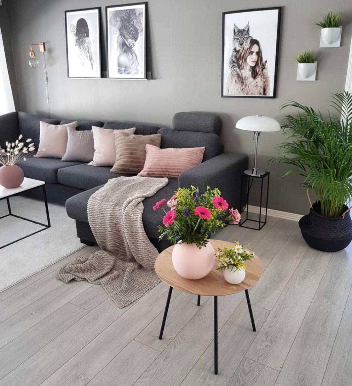 Hình ảnh trang trí phòng khách với tranh