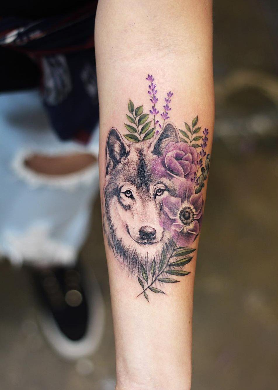 Hình xăm chó sói cách điệu