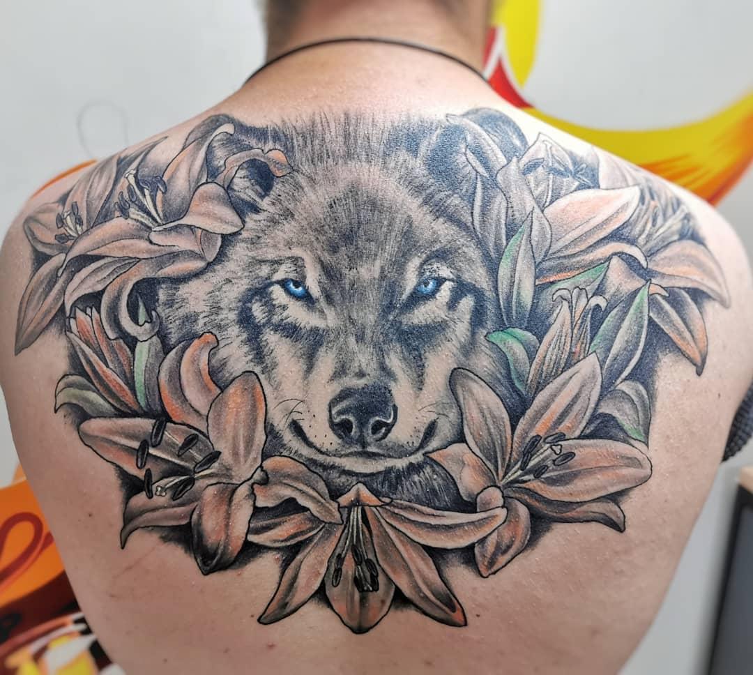 Hình xăm chó sói khủng