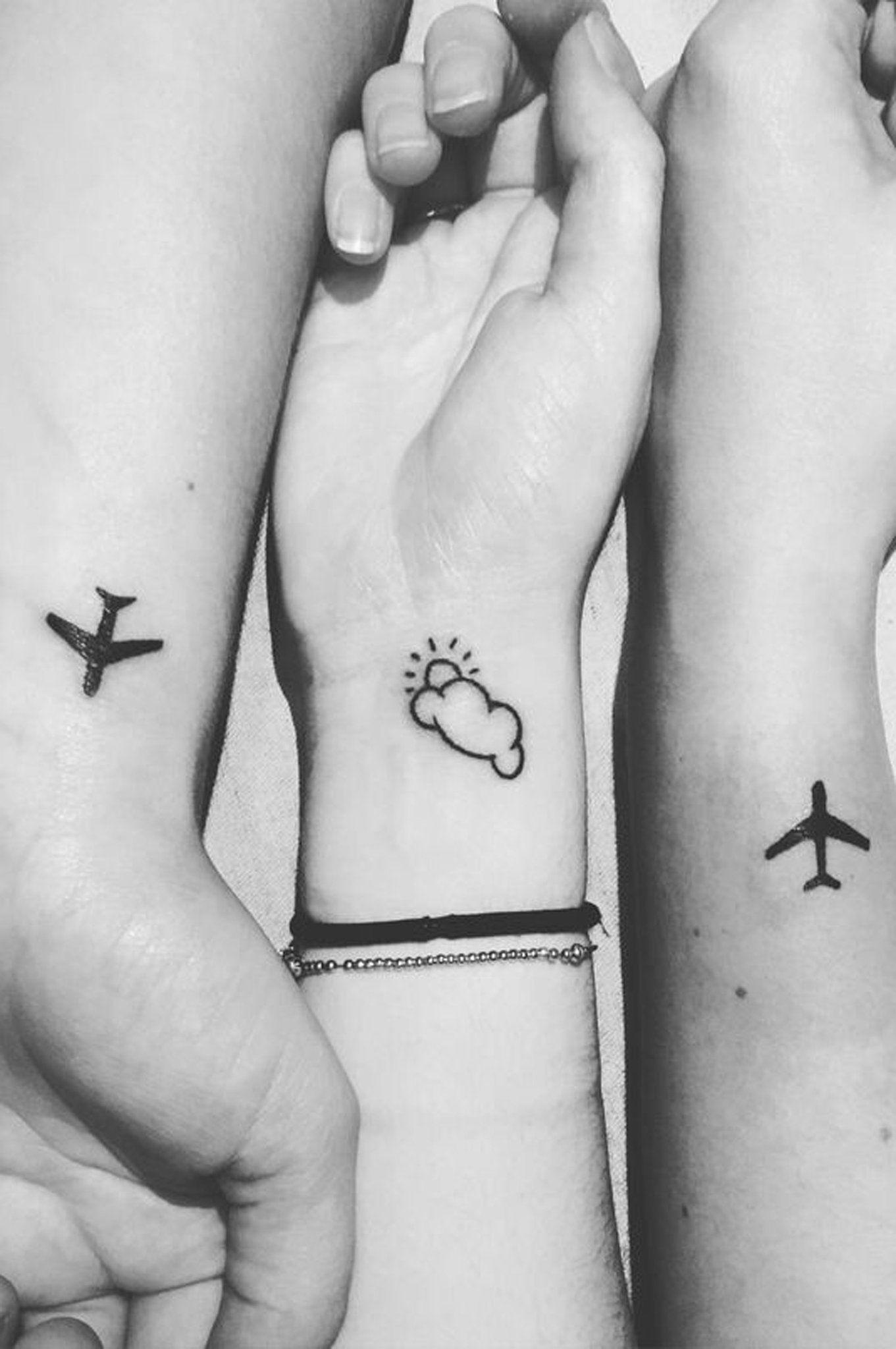 Hình xăm đôi máy bay mini đẹp