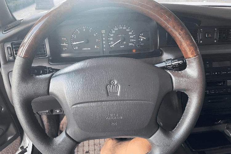 "Toyota Crown ""Bo truong"" chay 20 nam, ban 900 trieu tai Viet Nam-Hinh-6"