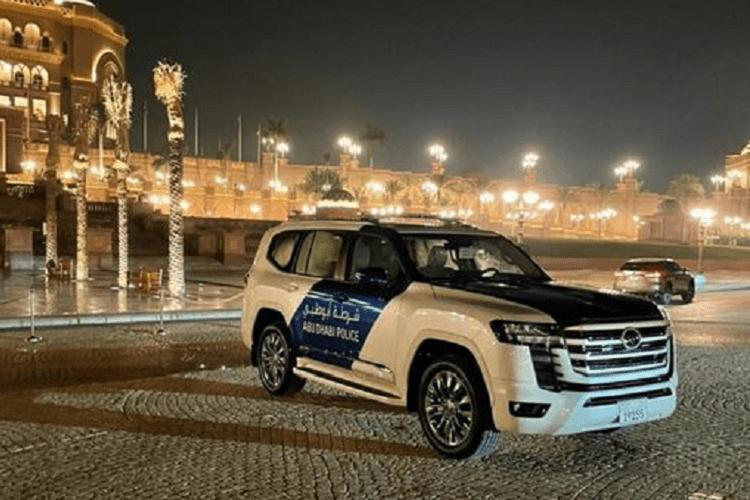 Toyota Land Cruiser 2022 vua ra mat gia nhap doi canh sat Dubai-Hinh-5