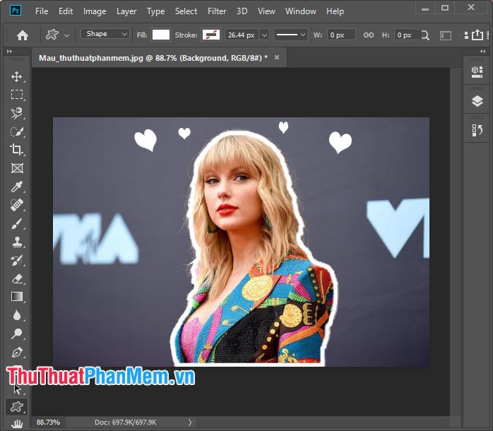 Bạn có thể thêm một vài Custom shape hoặc chèn Emoji font vào ảnh để trang trí cho bức ảnh thêm sinh động