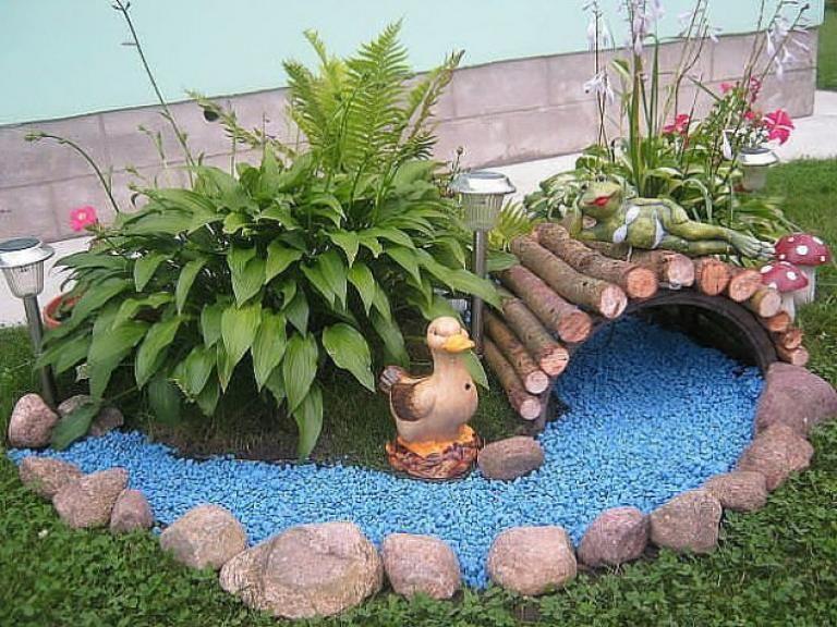 Hình ảnh tiểu cảnh góc sân vườn mini