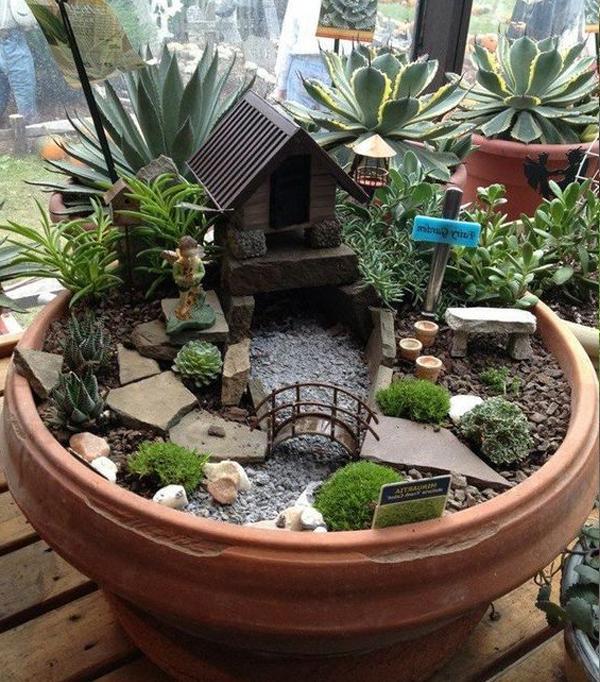 Hình ảnh tiểu cảnh sân vườn để bàn