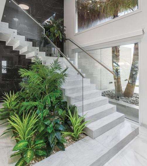Hình ảnh tiểu cảnh sân vườn mini cầu thang
