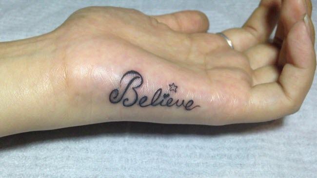 hình xăm chữ believe trên bàn tay đẹp