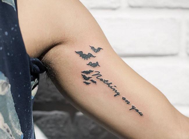 hình xăm chữ trên bắp tay đẹp