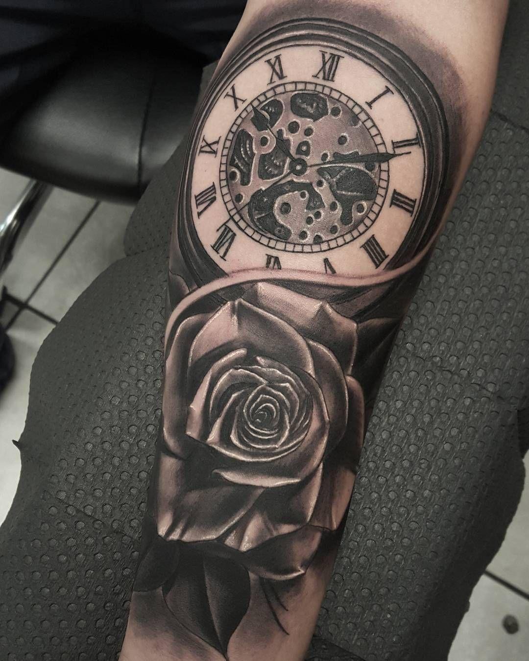 Hình xăm đồng hồ hoa hồng kín tay