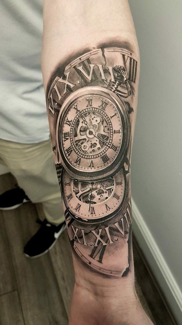 Hình xăm đồng hồ trên bắp tay