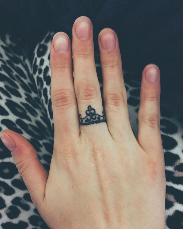 Hình xăm vương miện chiếc nhẫn
