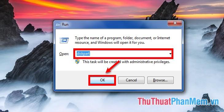 Mở hộp thoại Run sau đó nhập lệnh diskpart và nhấn OK