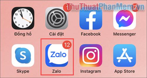 Mở ứng dụng Zalo trên điện thoại di động để sử dụng