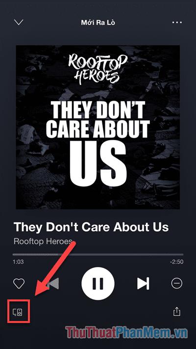 Nhấn vào biểu tượng Thiết Bị ở góc dưới cùng bên trái của bài hát